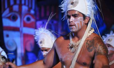 La fiesta de la Tapati en Isla de Pascua llena de color y baile las noches de la isla.